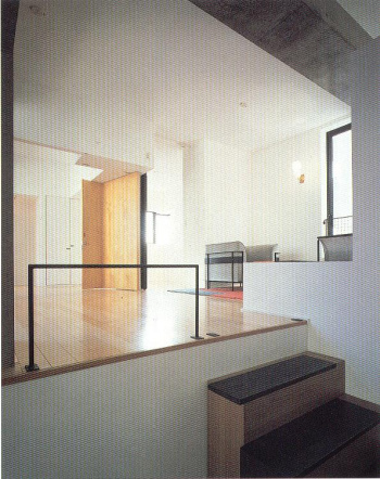 Fukuoka housing interior amplio.JPG